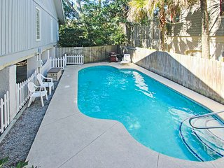 Play in your own private pool and hot tub at this dog-friendly beach getaway!