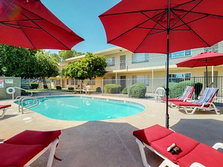 Beautiful condo w/ a shared pool in the heart of Old Town Scottsdale