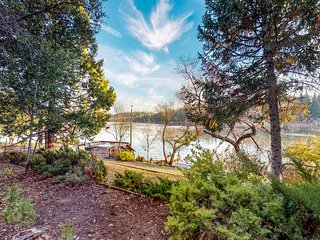 Charming lakefront home with a shared pool, golf, great views!