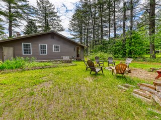 NEW LISTING! Single-level, spacious house with kayaks, lake access nearby