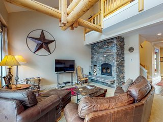 NEW LISTING! Peaceful condo on the golf course, private hot tub, drive to slopes