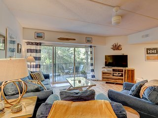 Villa w/ private patio & shared pool/tennis courts - walk to the beach!
