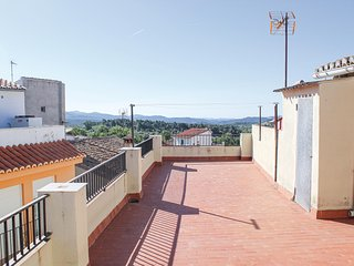 Nice apartment in Benafer w/ WiFi and 3 Bedrooms