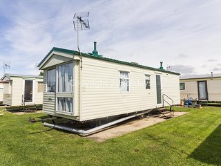6 berth caravan for hire at Martello caravan park near Clacton on Sea ref 29017Y