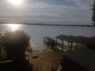 Great Lakefront Cottage, 12 Sleeps, Year Round