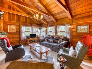 NEW LISTING! Charming, retro cabin w/ wrap-around deck and panoramic views!