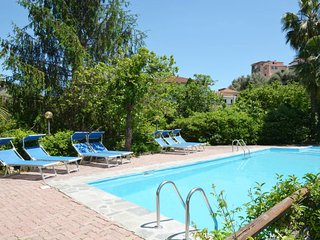 2 bedroom Apartment with Pool and WiFi - 5655037