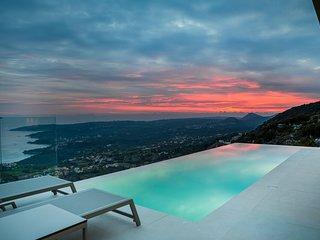 Amaaze (Luxury Villa)
