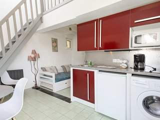 1 bedroom Apartment with WiFi and Walk to Beach & Shops - 5807045