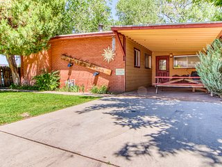 Charming creekside cottage right in the heart of Moab - dog-friendly!