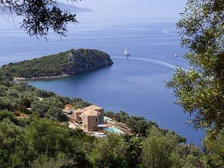 VILLAS SOUND OF THE SEA - Brand New Villas, Direct Sea Access, Private Dock