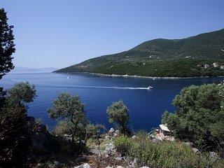 Villa Aeraki - Direct Sea Access, Private Dock and Boat Mooring