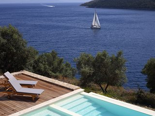 Villa Auris - Direct Sea Access, Private Dock and Boat Mooring