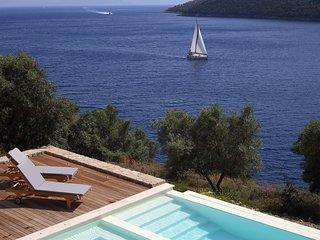Villa Auris - Direct Sea Access, Private Dock and Boat Mooring