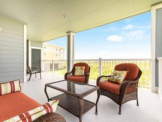 Dog-friendly beach condo w/ a full kitchen, furnished balcony, & beach access