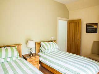 Fairydean Bridge Twin Room wih French Windows to Peaceful Garden.