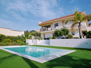 AL068A Villa Iris 8 Posti Con Piscina- Appartamento in villa
