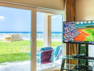 ** Oceanfront ** Ground Level with Excellent View of the Ocean