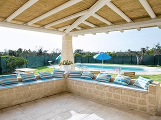 Racale Villa Sleeps 11 with Pool and Air Con - 5807023
