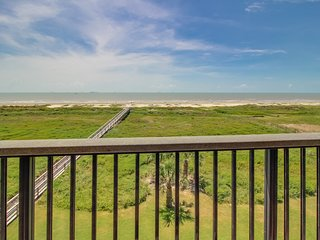Beach, shared pool, & tennis court access at this deluxe, waterfront condo!