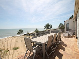 Detached Sea-view Beach House! 6 Bedrooms, 4 Bathrooms, sleeps 12 - Stunning