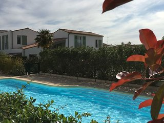 'Jolie Brise : appart clair et calme avec piscine.