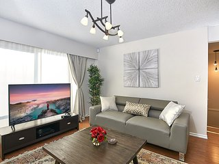 Bright, Luxury, Perfect location N. Vancouver home