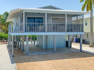 SEA COTTAGE 2 BR, 2 BA, heated pool, pet frndly, sleeps 8, WALK TO ALL