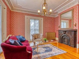 Stunning Victorian home w/ ballroom & sun porch - walk to events downtown!