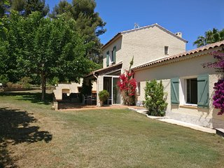 Charming villa on La Cride with heated pool, close to the sea