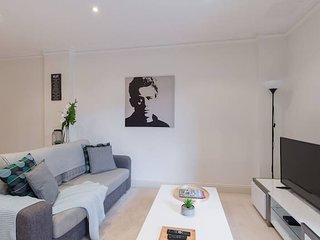 One Bedroom in Adelaide's East End FREE WIFI*Netflix*Parking