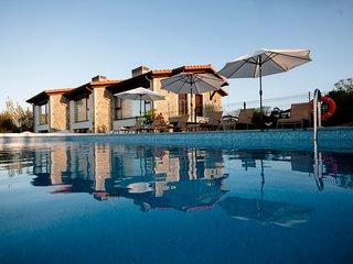 Bufones de Pria Apartamentos Rurales, con piscina y jardin (1-12 personas)