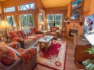 River Mountain Lodge W402 Condo: Ski-In, Hot Tub!