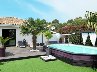 3 bedroom Villa with Pool, WiFi and Walk to Shops - 5807111
