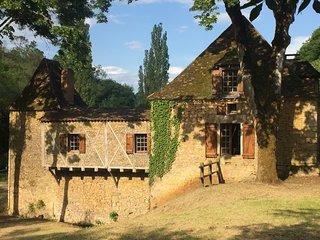 Moulin a eau dans un domaine de 10 hectares avec piscine prive (bief) de 300 m2