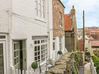 DEMETER COTTAGE, pet-friendly, patio with furniture, close to beach, Whitby