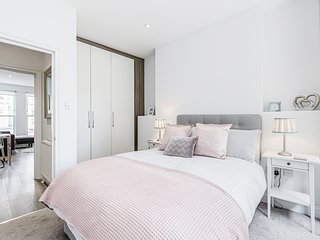 Bright & Contemporary 2-Bed Notting Hill Apartment