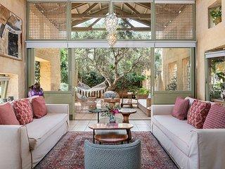 Villa Dimi with private infinity Pool, Near sandy beach Kalathas Chania Crete