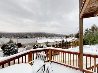 NEW LISTING! Condo w/ lake view & deck - walk to community dock, 1 dog OK