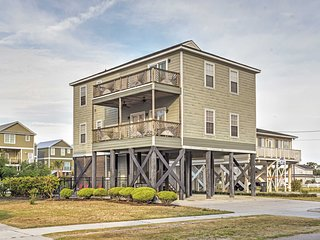 Spacious Murrells Inlet Home w/Pool, Walk to Shore
