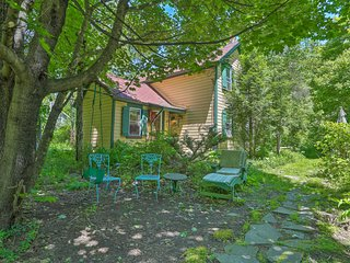 NEW! 'Sweet Fairytale Cottage' in Roscoe w/ Yard!