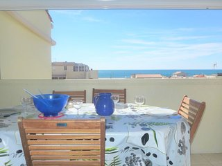 1 bedroom Apartment with WiFi and Walk to Beach & Shops - 5052813