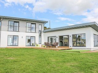 BEACH HOUSE, open-plan living, in Courtown