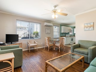 Downtown, family-friendly beach condo w/ a furnished patio - walk to the beach!