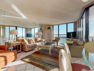 Beautiful beachfront condo w/ shared pool, tennis, & beach access