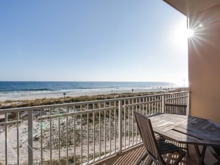 Gulf-front condo w/ spectacular views & shared pool/hot tub/sauna - on the beach