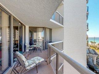 Gulf view resort condo w/ balcony, shared pool/hot tub/tennis & beach access!