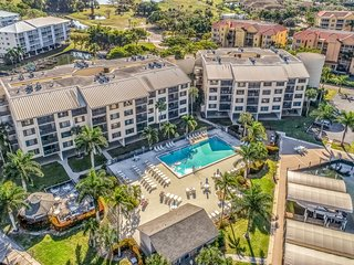 Gorgeous beach condo w/ a full kitchen, shared pool, & ocean access!