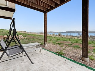 Lake view home w/ amazing sunrise views, home theater & 2 kitchens!