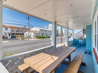 Two west-facing, downtown condos w/ full kitchens & free WiFi - walk to beach!